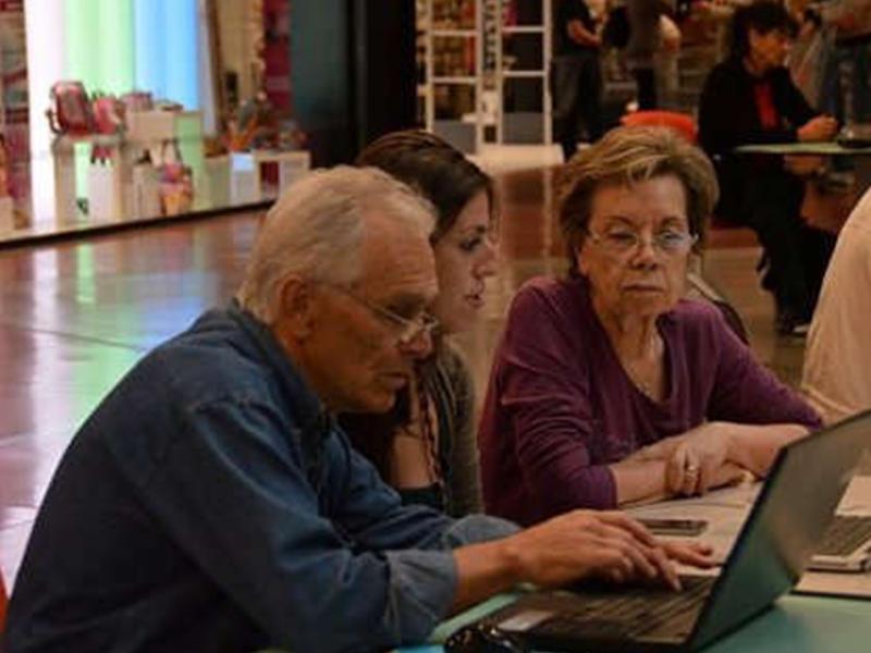 """AgCom: """"Troppi anziani in Italia, anche per questo la banda larga non decolla"""""""